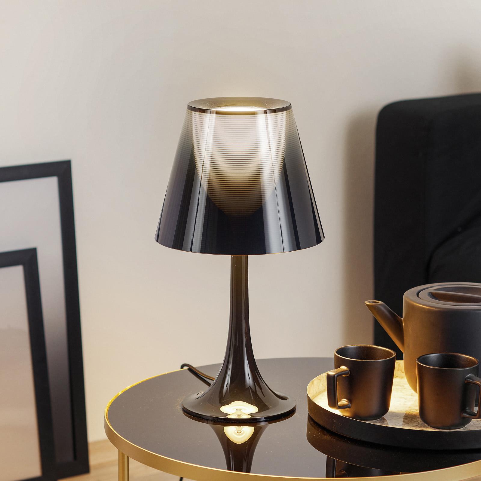MISS K - ovanlig bordslampa i svart
