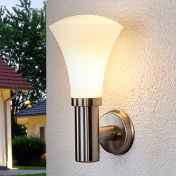 Atrakcyjna lampa ścienna Juliane na zewnątrz