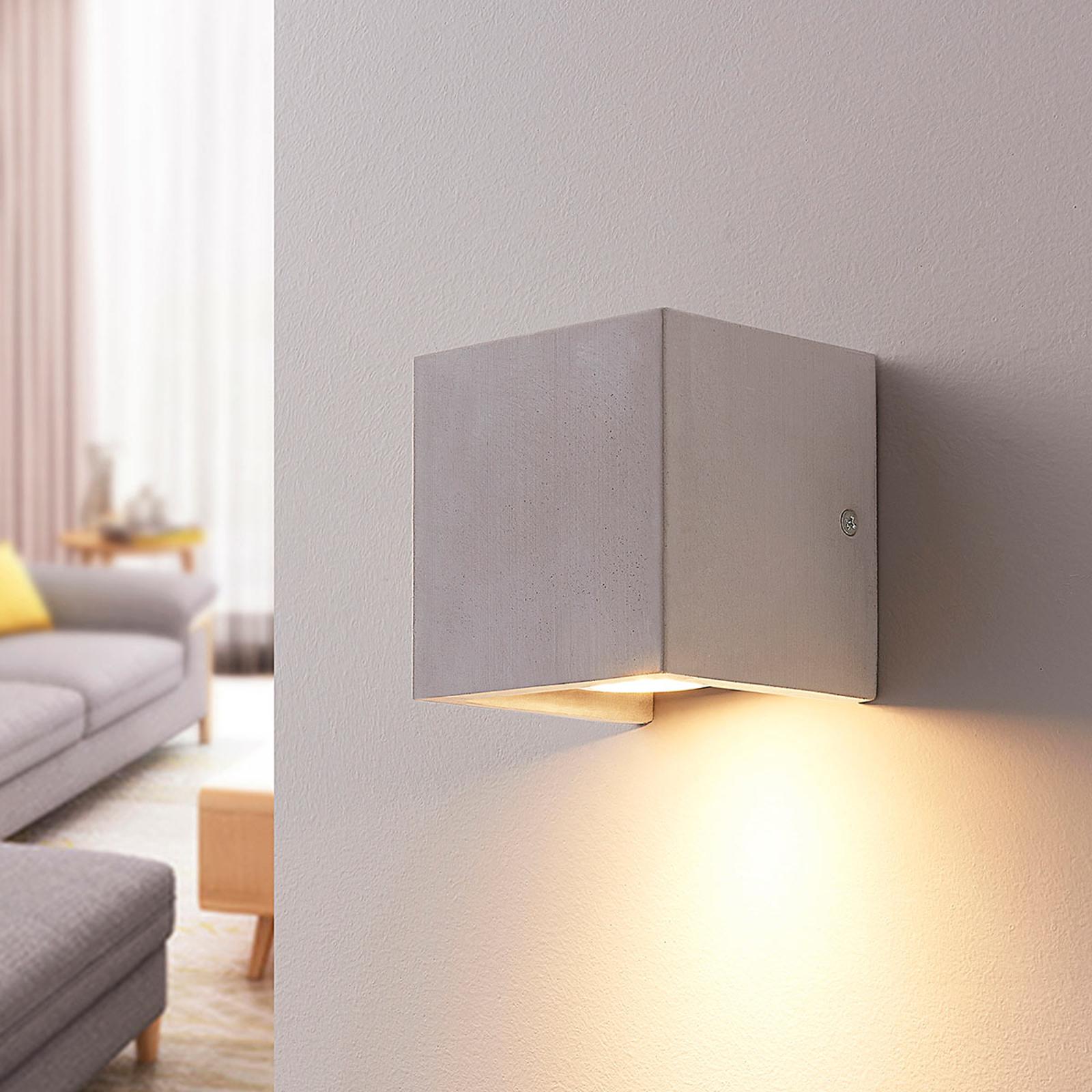 Vierkante betonnen wandlamp Gerda