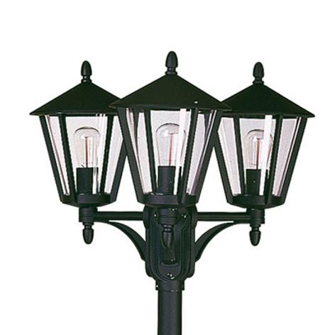 Rustiikkinen lyhtypylväs 680, 3 lamppua