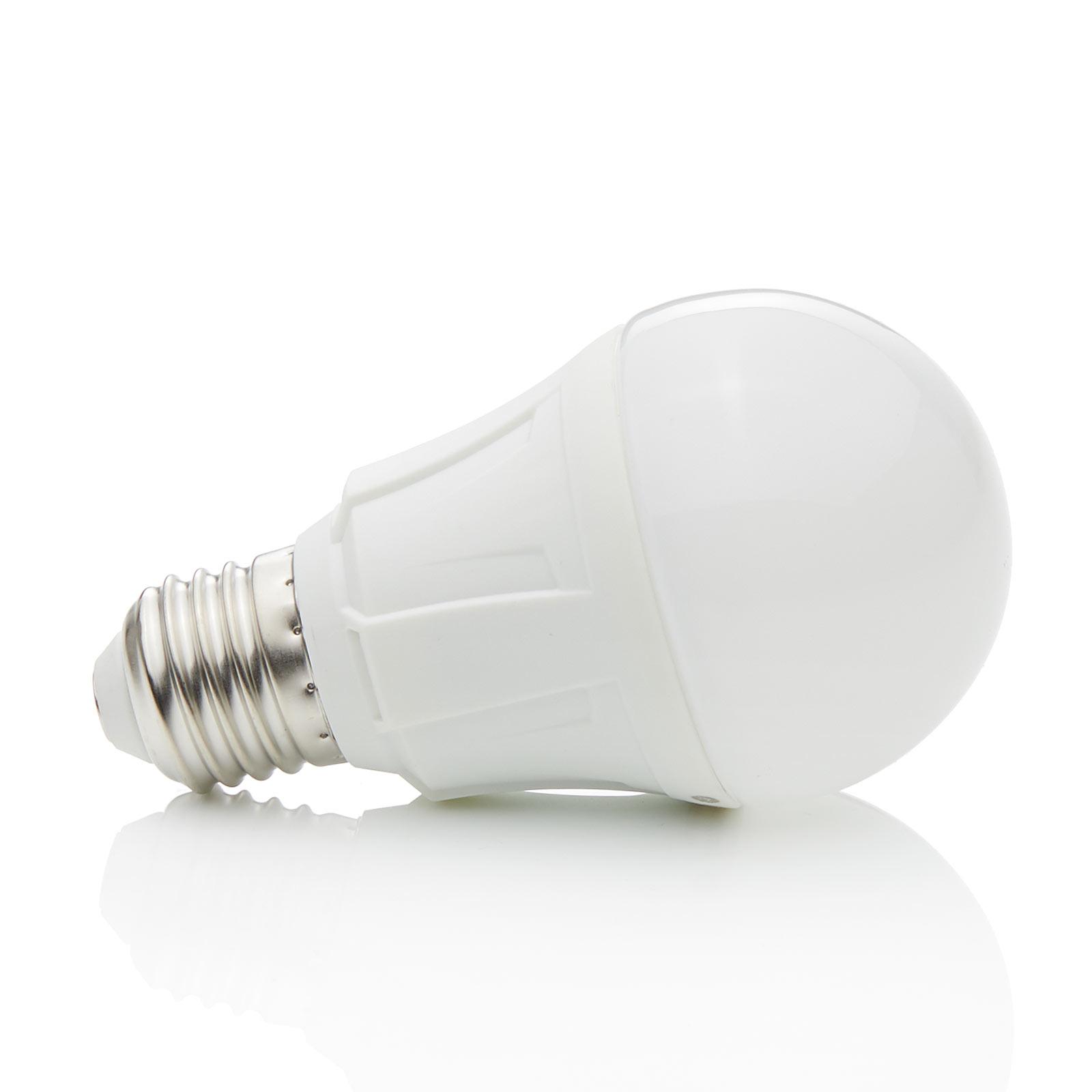 E27 8,5W 830 LED en forma bombilla, blanco cálido