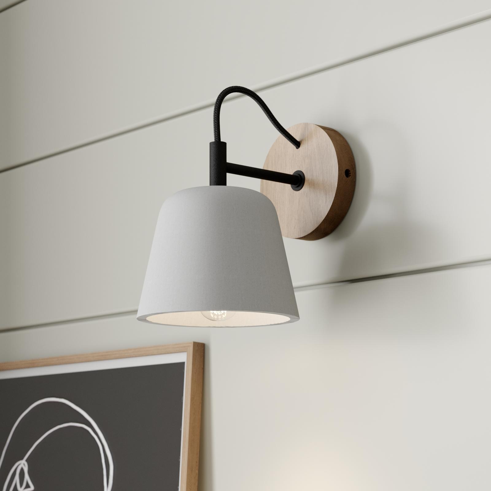 Lucande Kalinda væglampe med betonskærm og træ