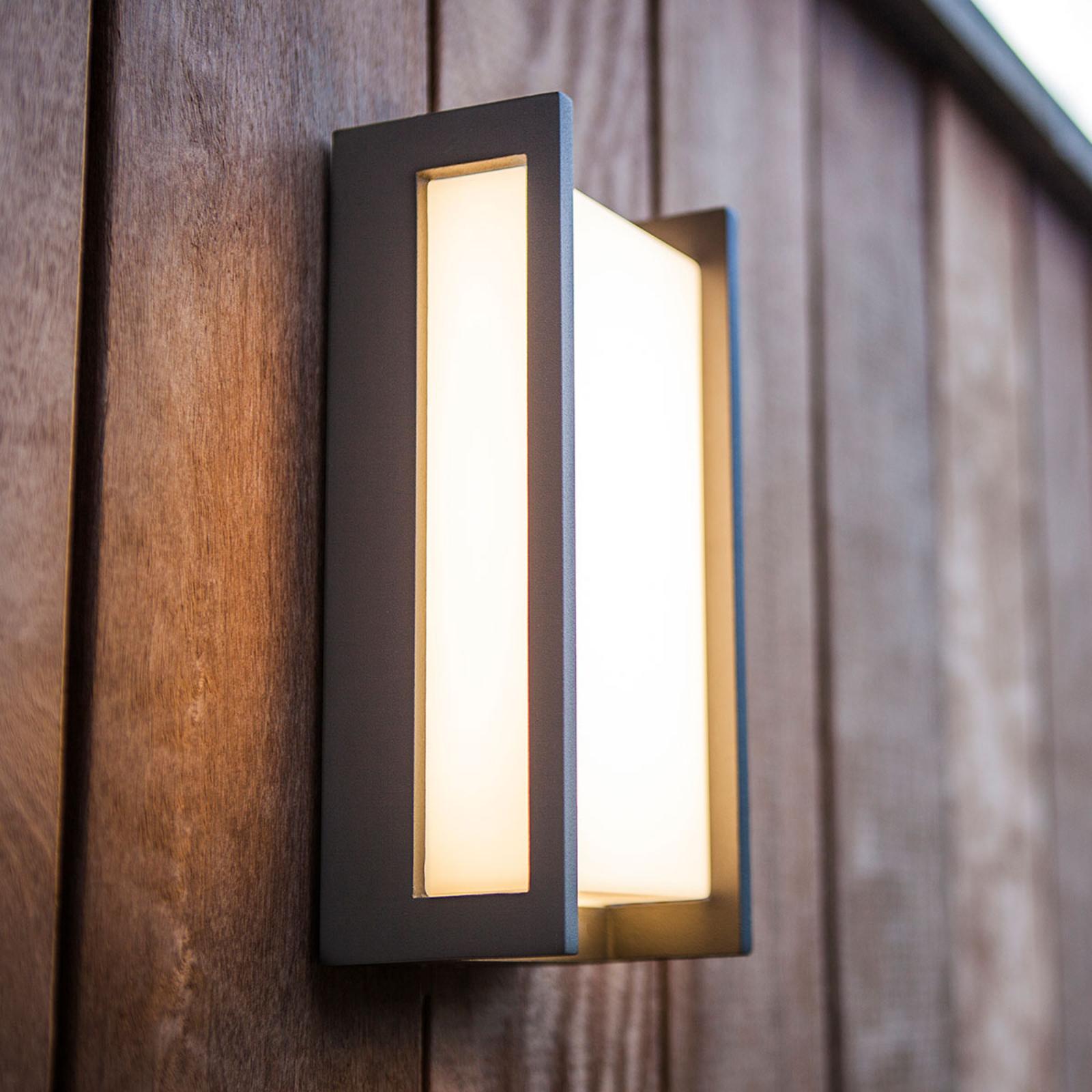 Retlinjet udendørs LED-væglampe Qubo