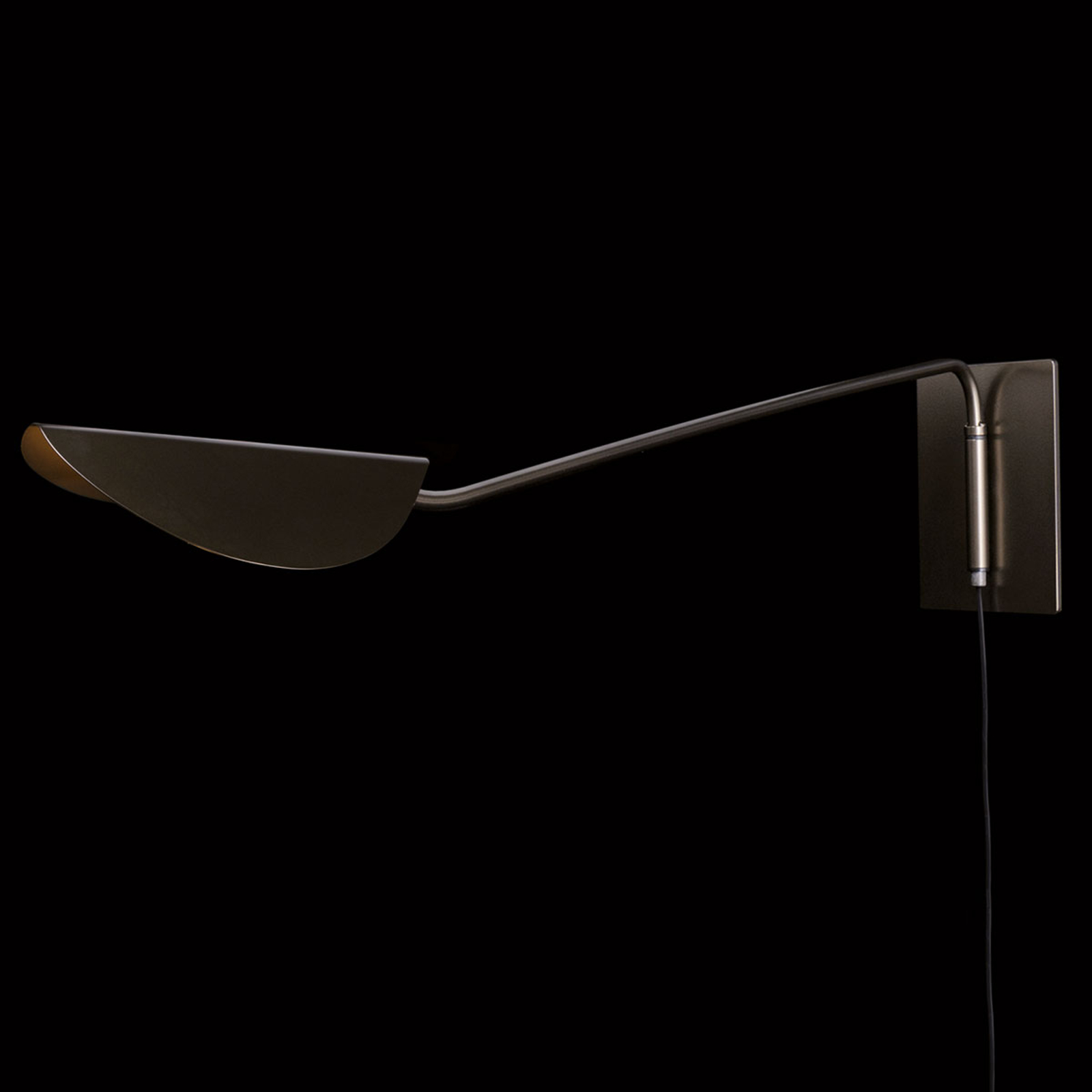Oluce Plume applique - sporgenza 160 cm