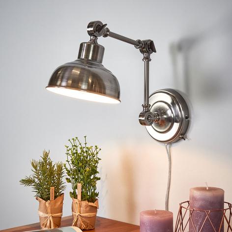 Stylizowana na antyczną lampa ścienna Grimmstad