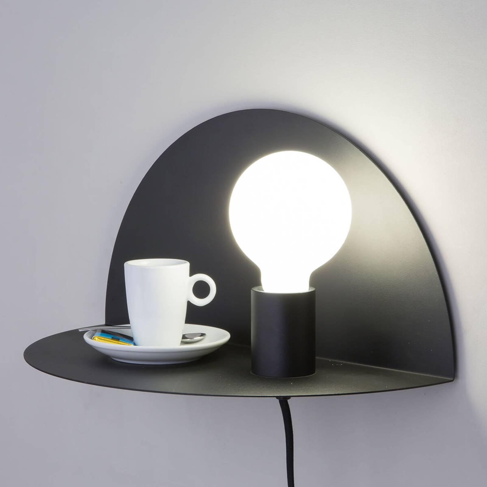 Als nachtkastje bruikbare wandlamp Nit