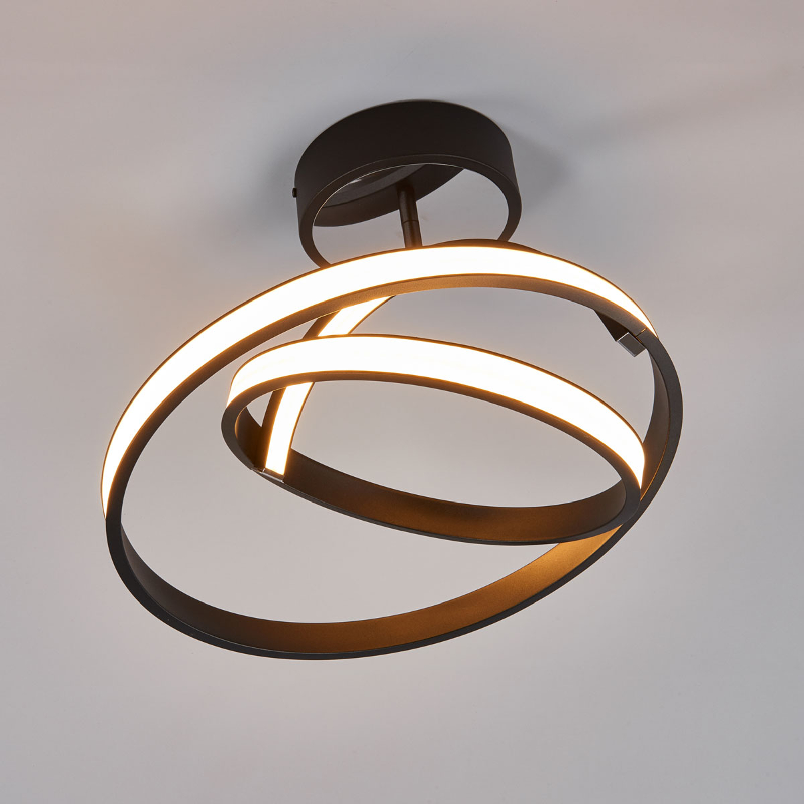 Largo - futuristisk LED taklampe i svart