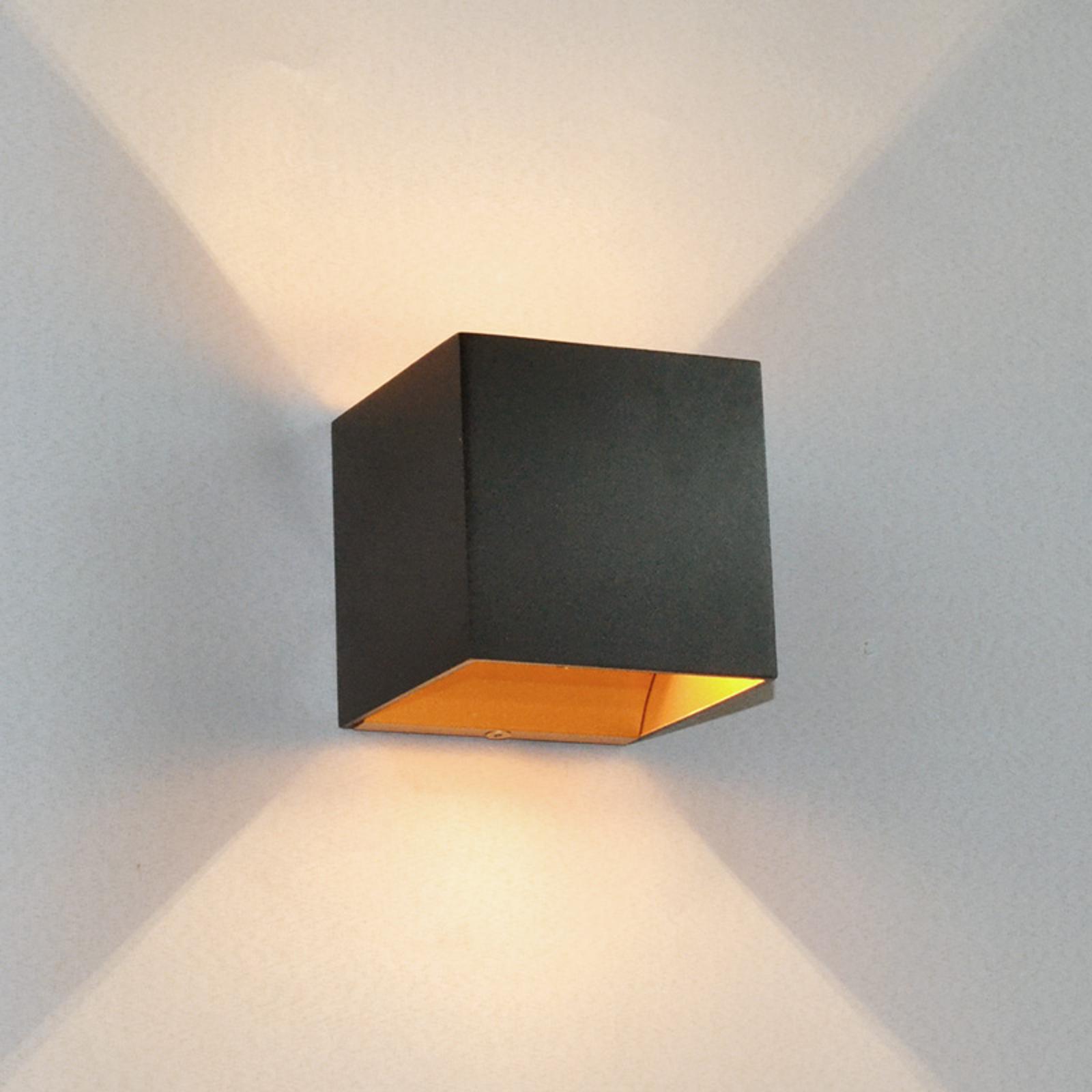 Svart LED-vegglampe Aldrina, gullfarget innside