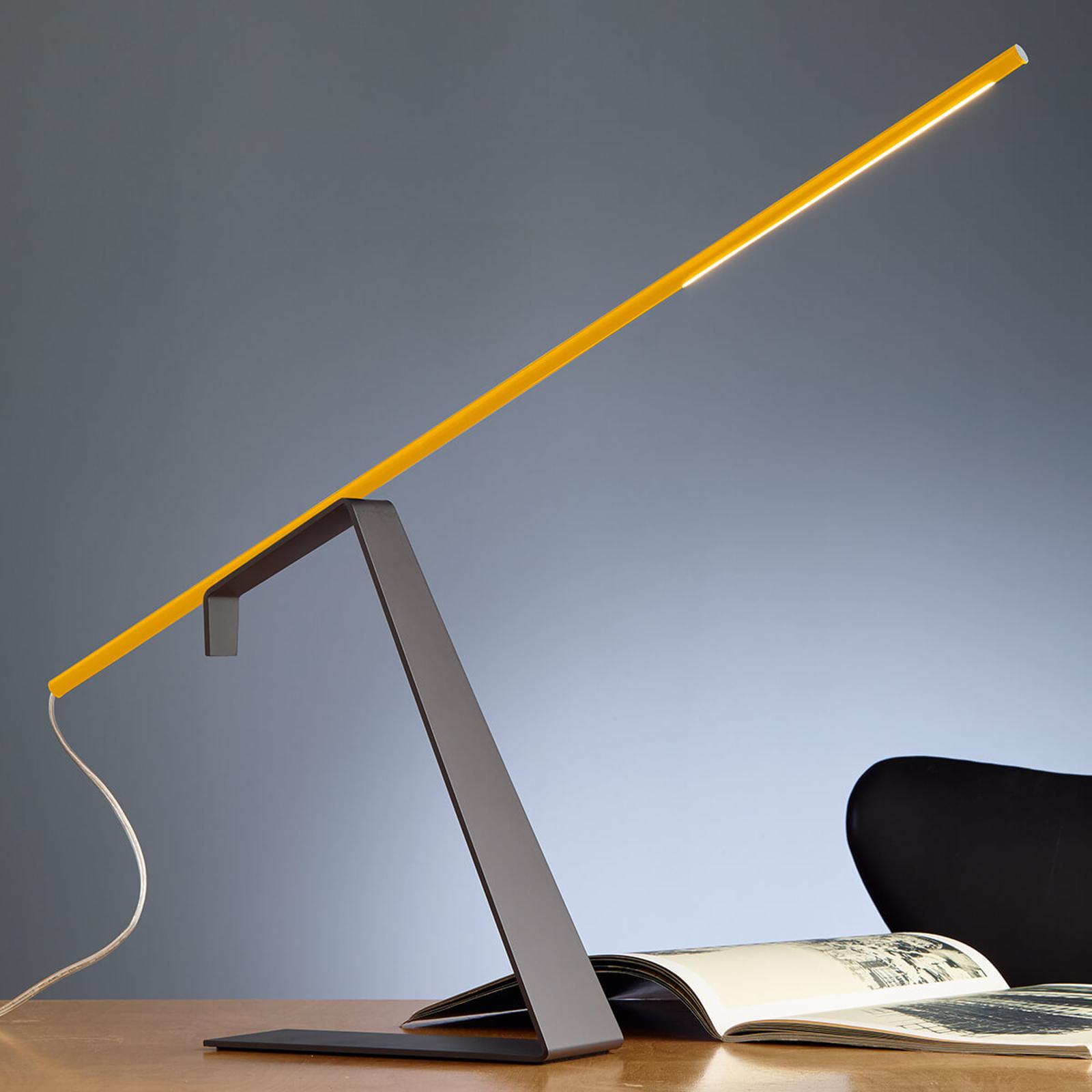 Gula designer-skrivbordslampan Jella med LED-ljus